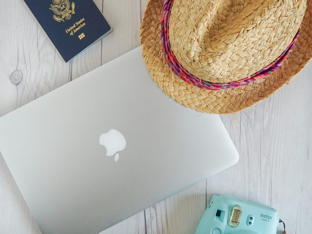 Travel Flatlay - How to make incredible flatlays