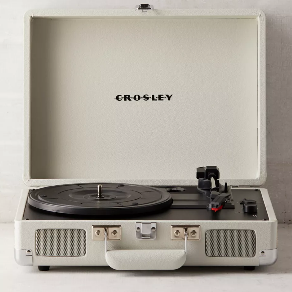 Suitcase record player - travel-themed decor ideas