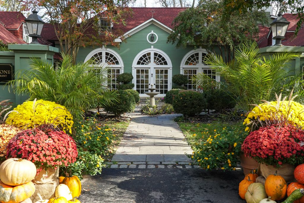 Green inn with white-framed windows- Ultimate Virginia Wine Country Guide