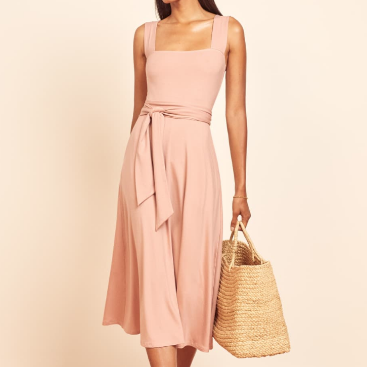 Sleeveless pink dress - France packing guide
